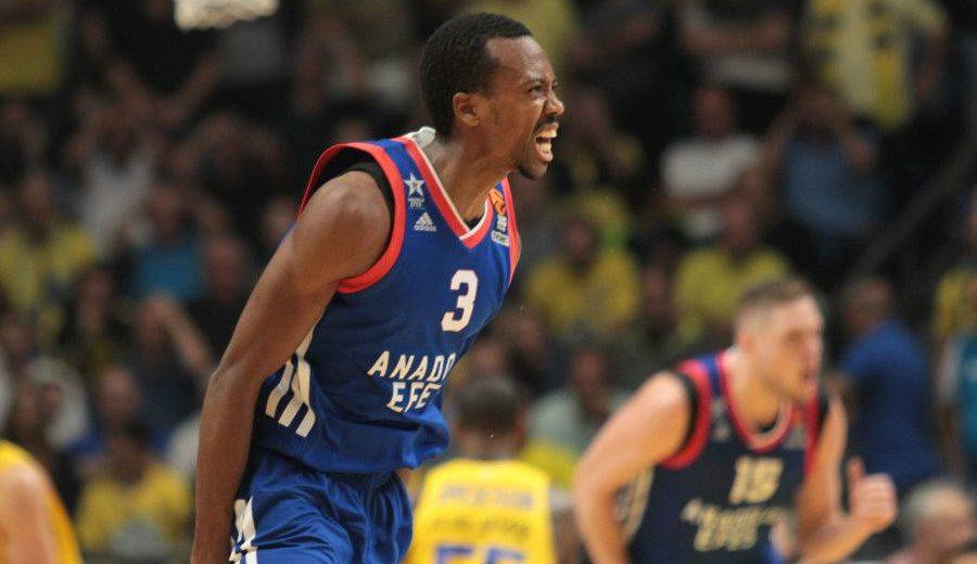 Un crack NBA se rinde al show de su hermano ante el Maccabi: 31 puntos y 8 triples (Vídeo)