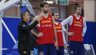 Llovet explica cómo jugará España y recuerda que tiene a su par de Montenegro en 'casa'