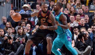 LeBron rubrica un triple-doble mientras Rose medita retirarse: «Queremos lo mejor para él»