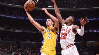 Gran remontada de los Lakers con showtime: tapón de Randle y alley-oop invertido (Vídeo)