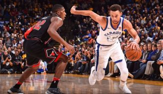Los Warriors humillan a los Bulls: 6 chapas de un rookie y trance anotador de Curry (Vídeo)