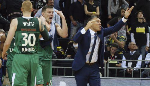 Mete el triple ganador ante el Fenerbahçe… ¡y se lleva la bronca de Jasikevicius! (Vídeo)