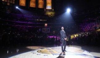 La ceremonia y discurso completo de Kobe Bryant en la retirada de su camiseta