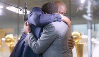 Magic Johnson e Isiah Thomas sellan su reconciliación: ¡brutal abrazo!