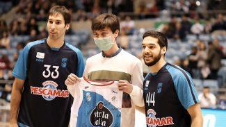 Detalle del Obradoiro con Alex Cabaleiro: joven jugador que venció a la leucemia