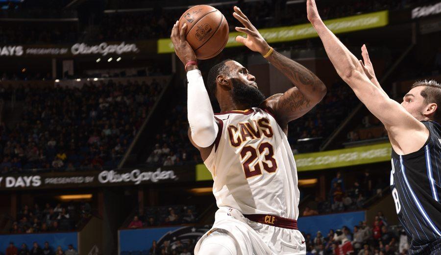 LeBron roza el triple-doble en el estreno de titularidad de Isaiah Thomas