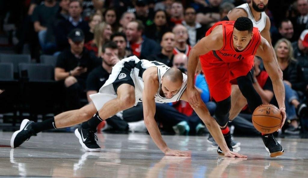 Los Spurs, sin Kawhi: McCollum amarga una noche histórica de Ginóbili