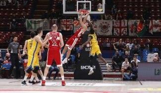Kuzminskas decide en Italia: alley-oop ganador servido por otro ex ACB