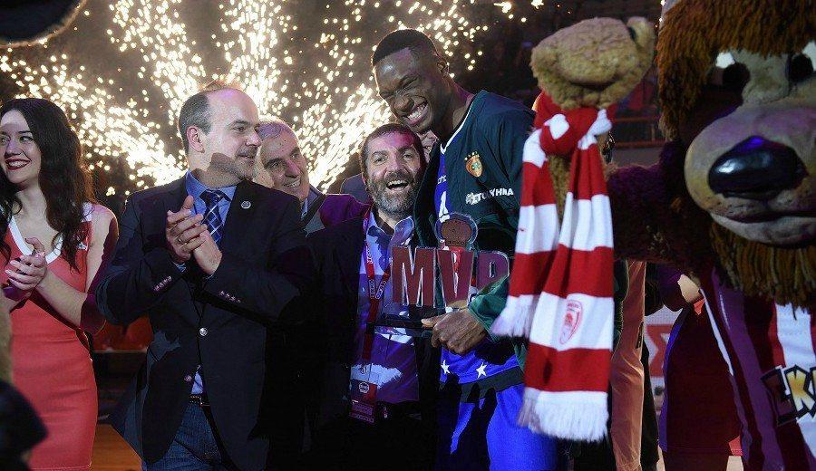 Vuelan sobre el MVP Thanasis Antetokounmpo en el All-Star de Grecia