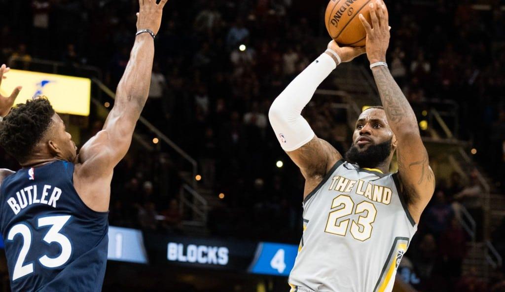 Tapón vital y canasta ganadora: LeBron, a la altura de Jordan y Garnett