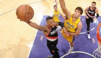 El show de Lillard: cuatro triples seguidos para remontar a los Lakers
