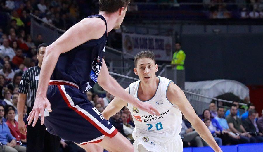 El Madrid vence al Obradoiro: Carroll pone puntos y Tavares, tapones