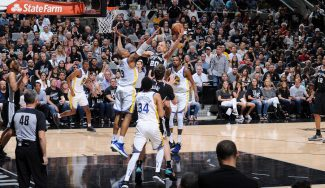 Los Spurs ganan a los Warriors y se aferran a los 'playoffs'