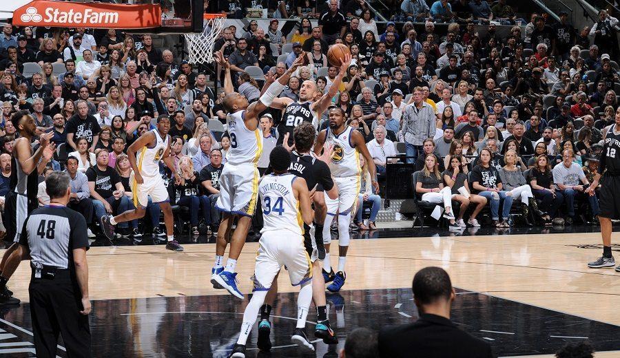 Los Spurs ganan a los Warriors y se aferran a los 'playoffs'