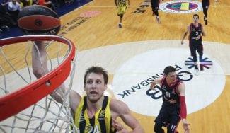 El Fenerbahce no pierde en playoffs: Wanamaker mata al Baskonia