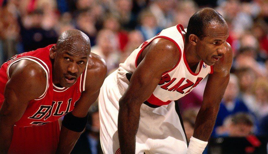 Clyde Drexler: «Siempre pienso en los anillos que hubiera ganado junto a Jordan»