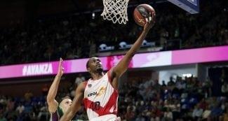 El Baskonia arrolla al Unicaja y es el primer semifinalista de la ACB