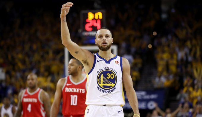 Vuelve el mejor Curry: exhibición para dar ventaja a los Warriors