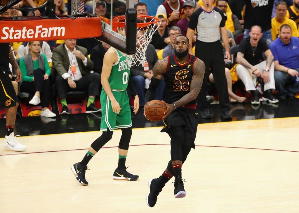 Hay eliminatoria: los Cavs despiertan para arrollar a los Celtics