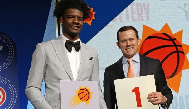 El GM de los Suns viajará a España para entrevistarse con Luka Doncic