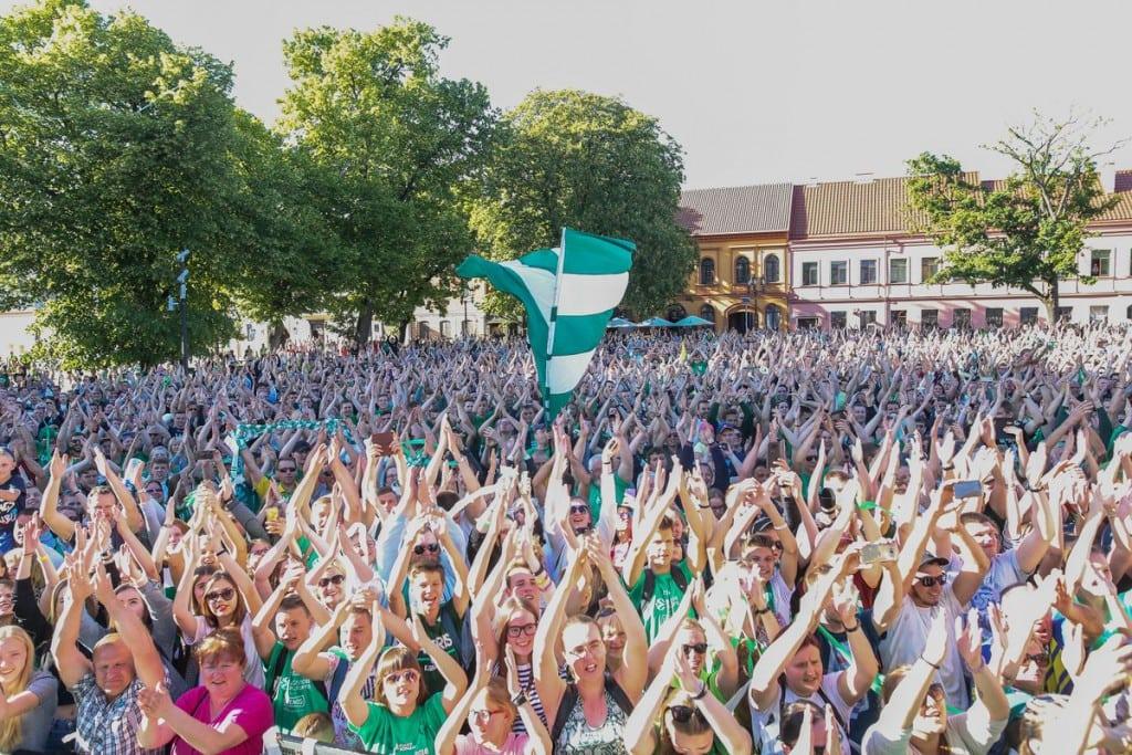 El tremendo recibimiento de Kaunas al Zalgiris tras la Final Four