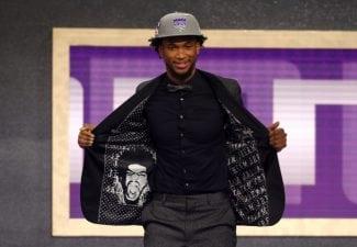 Observa los trajes más llamativos de la noche del Draft de la NBA