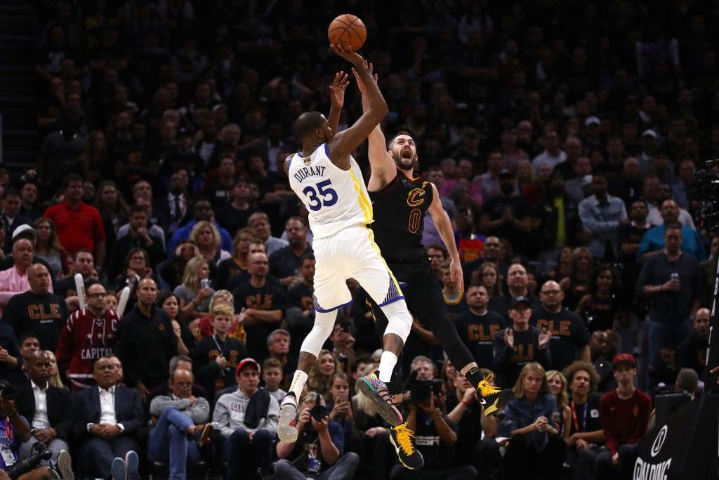 Kevin Durant 'mata' a los Cavs en las Finales NBA repitiendo exhibición… ¡Y triple!