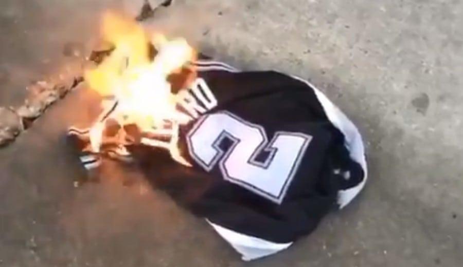 Fans de los Spurs queman las primeras camisetas de Kawhi Leonard