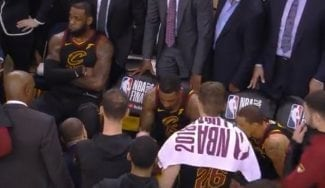 Así reaccionó el banquillo de los Cavaliers a la mala decisión de J.R. Smith