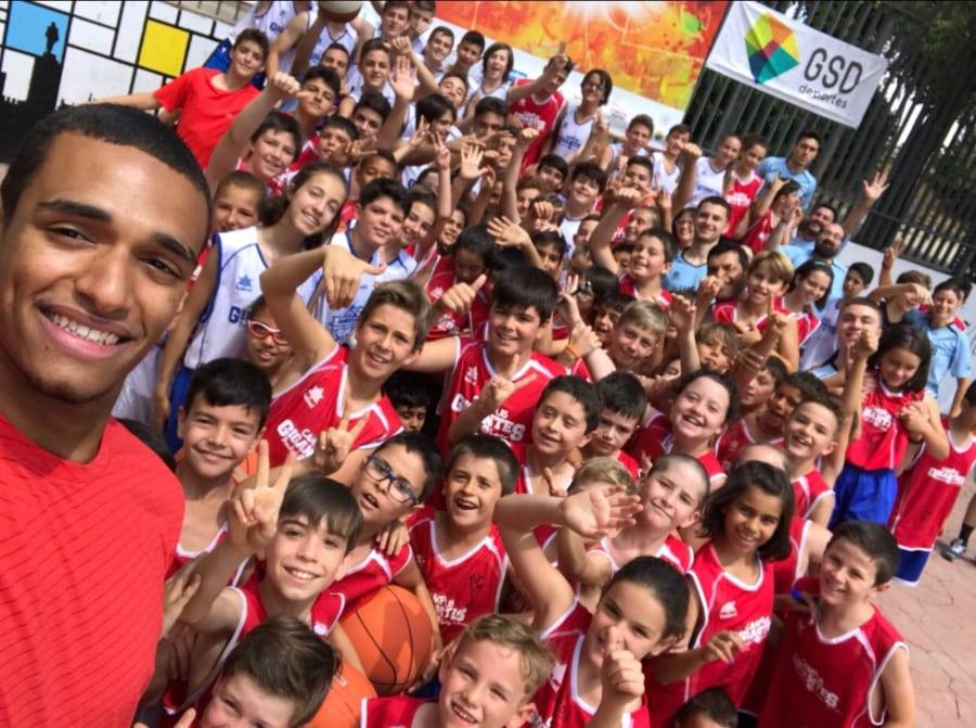 Sebas Saiz y una mañana inolvidable para los niños y niñas de los Campus Gigantes Basket Lover