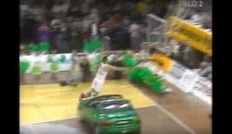 Marko Milic repite su mítico mate por encima del coche… A su manera