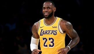 LeBron James se estrena con los Lakers en el Staples Center con derrota