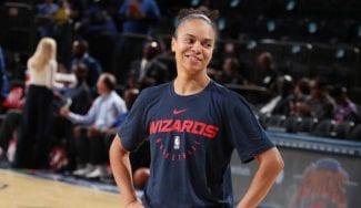 Kristi Toliver hace historia: jugadora de la WNBA ¡Y asistente de la NBA!
