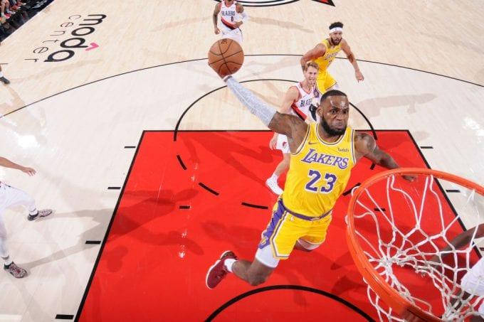 Así fue el esperado debut oficial de LeBron James con Los Angeles Lakers