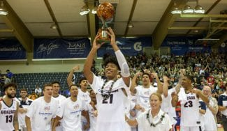 Maui se viste de color blanco en honor a Gonzaga