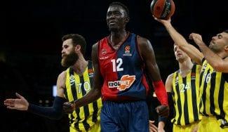 El Baskonia repite errores ante el Fenerbahçe y se deja remontar