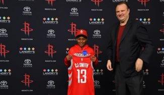 Los Rockets cumplen el sueño de un niño y le firman por un día