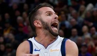 Los Mavs claman por la expulsión de J.J. Barea en el Staples Center