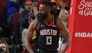 Harden la lía ante los Lakers de LeBron: matazo, 50 puntos y triple-doble
