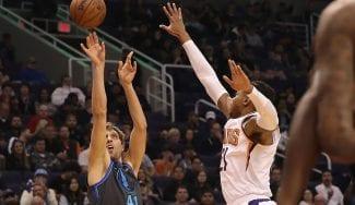 Nowitzki bate el récord de temporadas en un equipo de la NBA y deja su sello