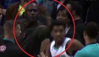 Michael Jordan y su colleja a Malik Monk por liarla