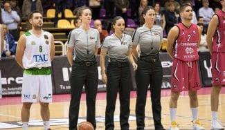 Más historia: tres mujeres arbitran un partido profesional masculino