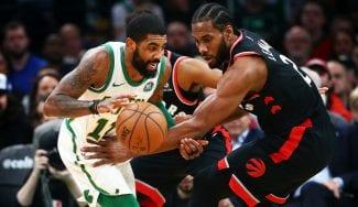 Kyrie Irving firma un 'doble-doble' espectacular ante los Raptors