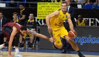 El Iberostar Tenerife sufre una derrota agónica en la Champions, pero sigue líder
