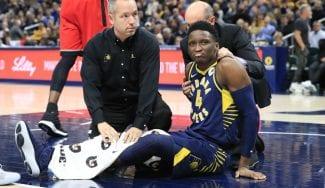 Victor Oladipo sale en camilla de la cancha tras una aparatosa lesión