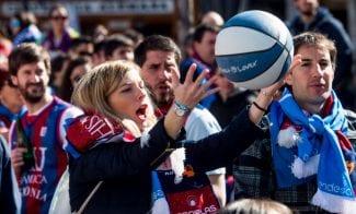 Éxito en la madrileña Plaza Santa Ana del encuentro de aficiones Basket Lover