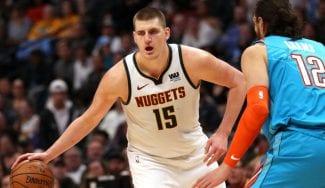 Nikola Jokic, pívot estrella de los Denver Nuggets, positivo por coronavirus