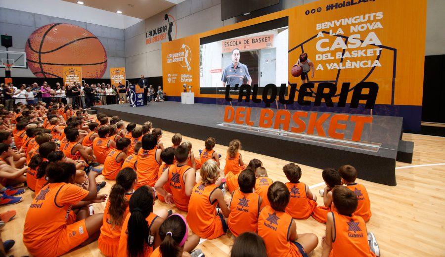 Valencia Basket inicia la formación en el buen uso de RRSS a los equipos de L'Alqueria del Basket