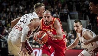 España se relaja y aun así gana en Letonia: Brizuela y Colom deciden