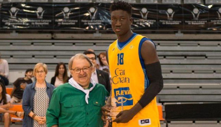 Khalifa Diop capturó 28 rebotes en la Liga EBA